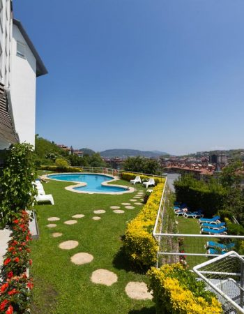 Hotel Avenida – Awesome 3 star hotel in San Sebastian featuring a private garden and a pool
