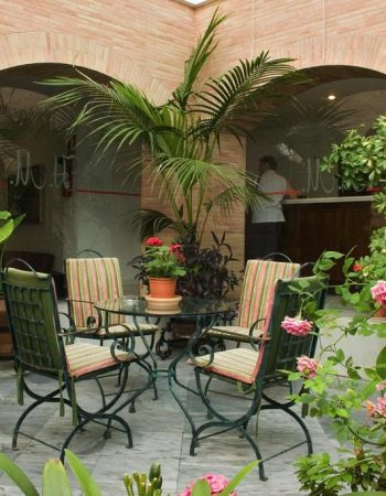 Hotel Maestre – Charming 1 star hotel in the center of Córdoba, right next to the Mezquita
