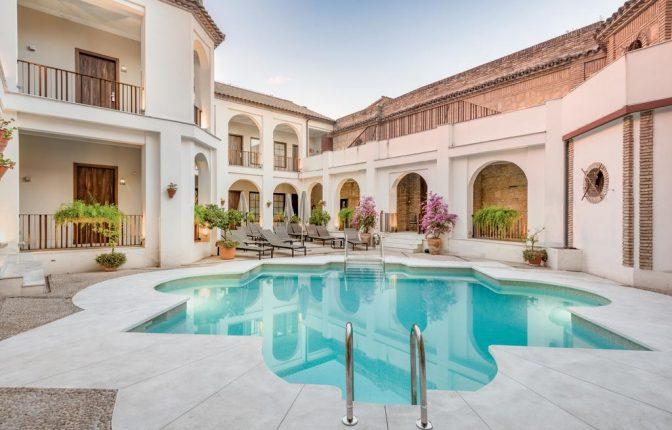 hotels in Córdoba with a pool