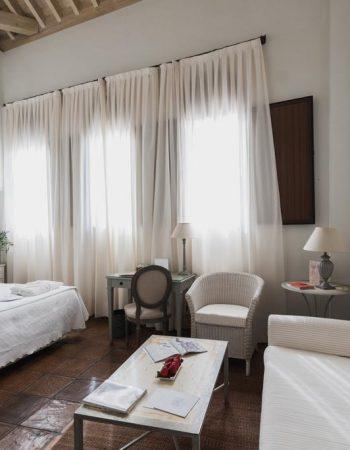 Palacio De Los Navas – Charming 3 star hotel in Granada in a XVI palace near the Albaicín neighborhood