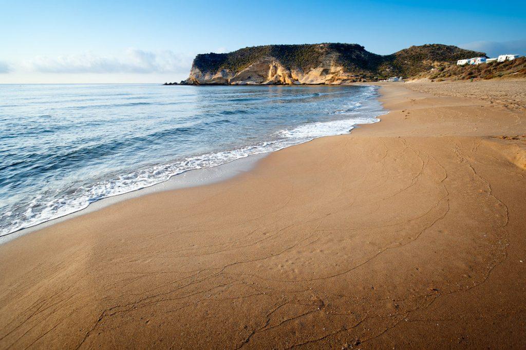 PLAYA CAROLINA-A beautiful shape and well preserved despite being a semi-urban beach.