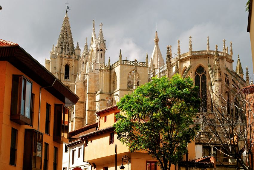 Back of Leon´s cathedral