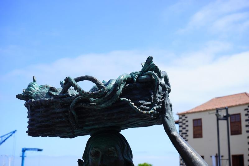 Puerto de la Cruz fisherwomen statue