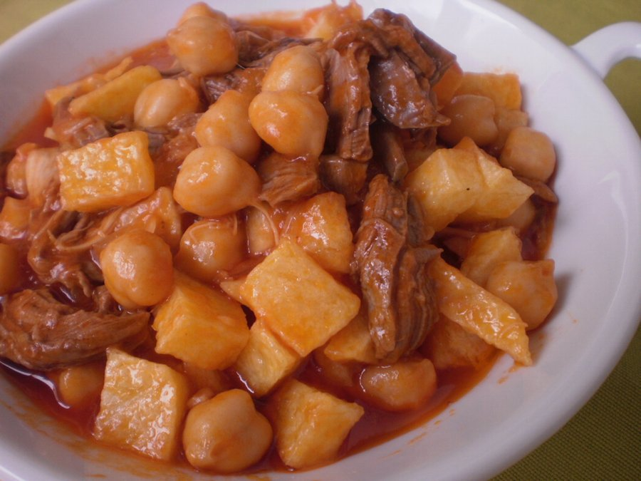 Ropa vieja from Canary islands