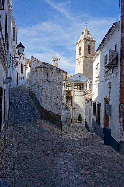 Alcala del Jucar cobbled stone street